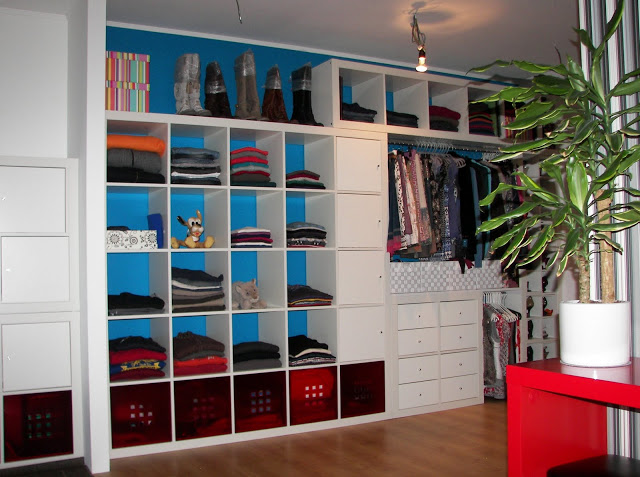 DIY Expedit to a closet hack (via ikeahackers)