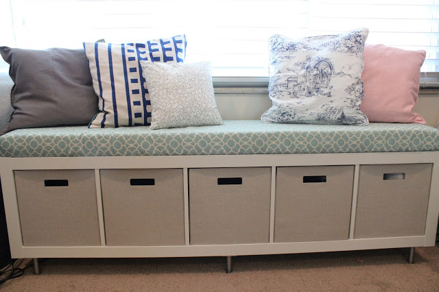 DIY Expedit toy storage bench (via mommyvignettes)