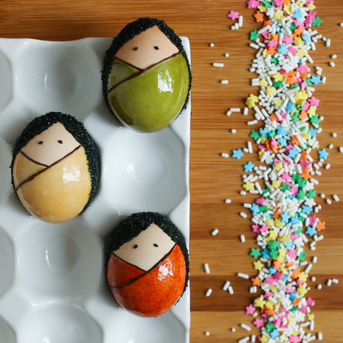 DIY kokeshi Easter eggs (via shelterness)