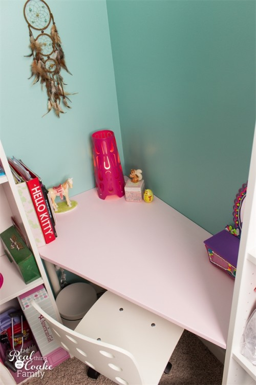 DIY IKEA corner desk hack (via realcoake)
