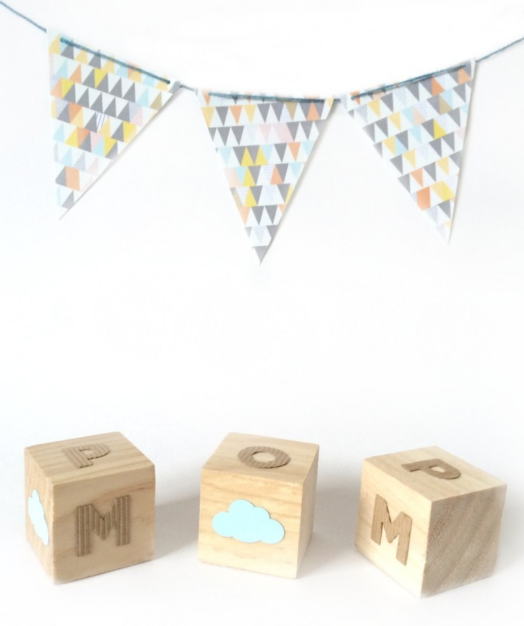 DIY wooden blocks with felt stickers (via kraftmint)