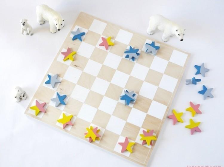 DIY checkers game (via shelterness)