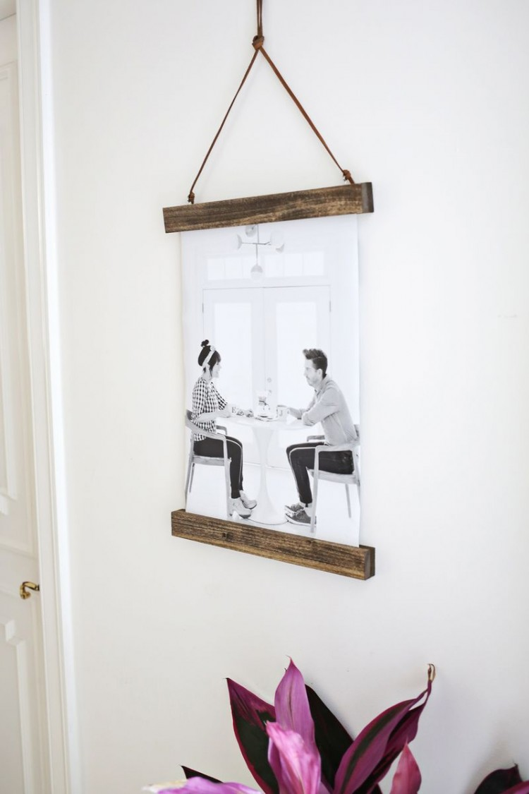 Easy Diy Poster Hanger For Your Photos Shelterness