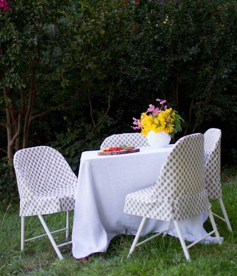 DIY folding chair slipcover (via makezine)