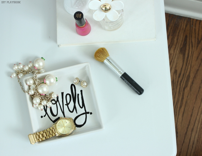 DIY jewelry tray (via thediyplaybook)