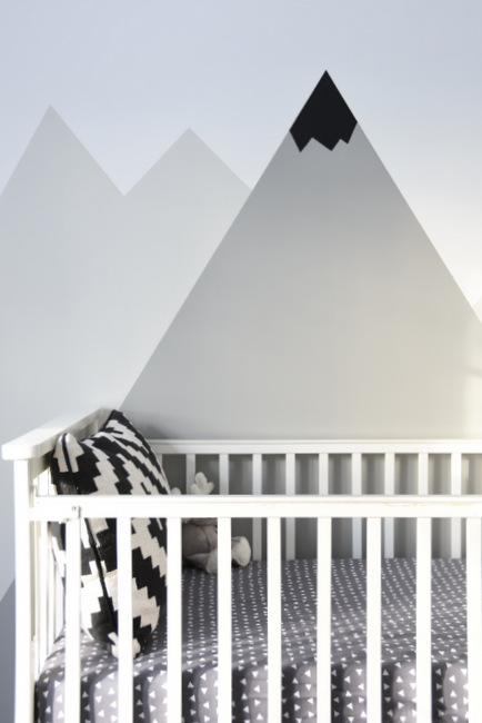 9 adorable and easy to make diy wall murals shelterness for Diy mountain mural