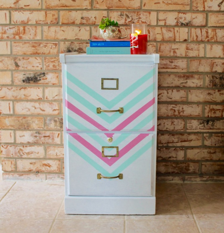 DIY chevron makeover (via thedeanslistblog)