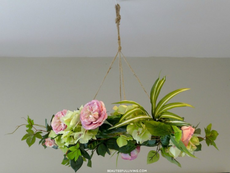 DIY floral chandelier (via beauteefulliving)