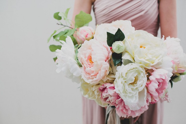DIY silk flower bouquet (via greenweddingshoes)