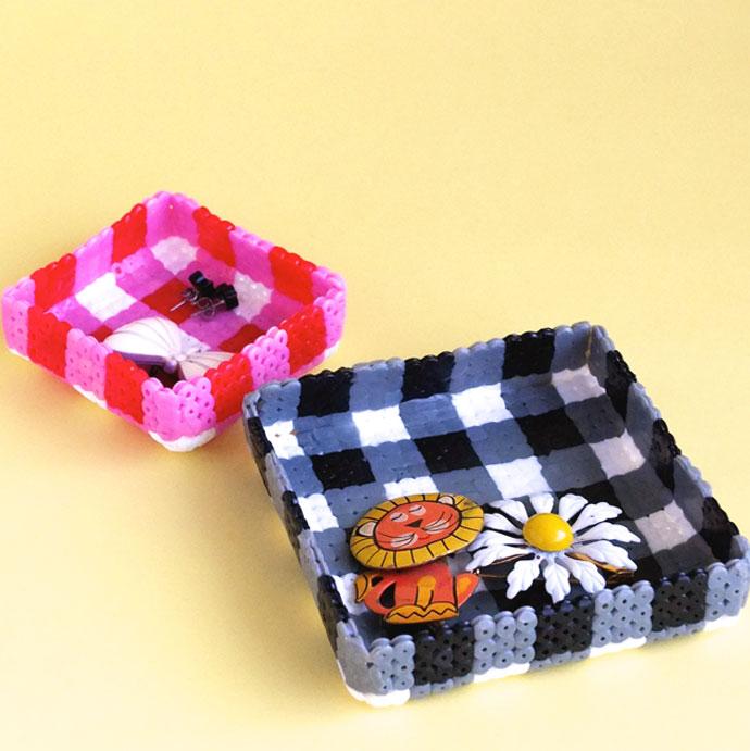 DIY gingham jewelry tray (via mypoppet)