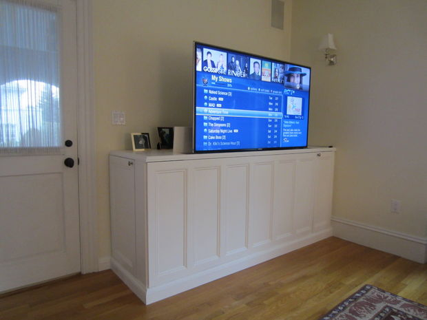 DIY TV lift cabinet (via instructables)