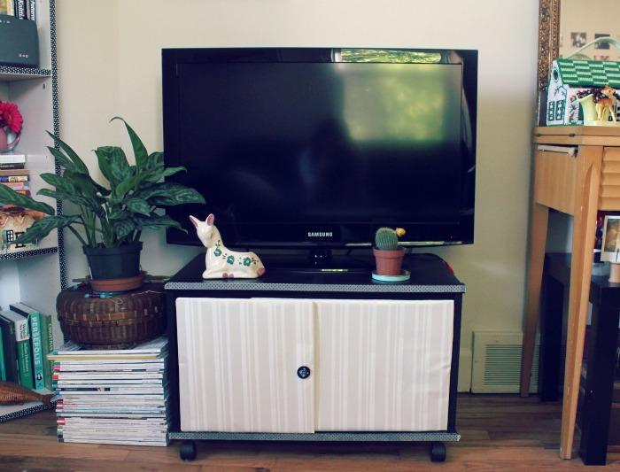 DIY TV stand with doors (via anniehpilon)