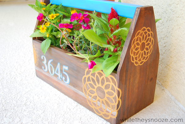 DIY house number planter (via whiletheysnooze)