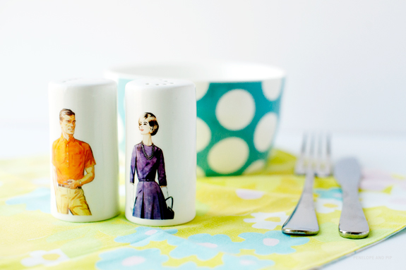 DIY vintage salt and pepper shakers (via sayyes)