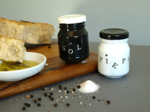 DIY black and white shakers (via shelterness)