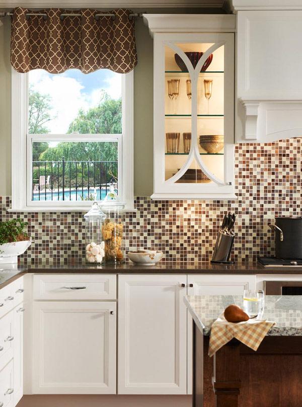 DIY mosaic backsplash (via freshome)