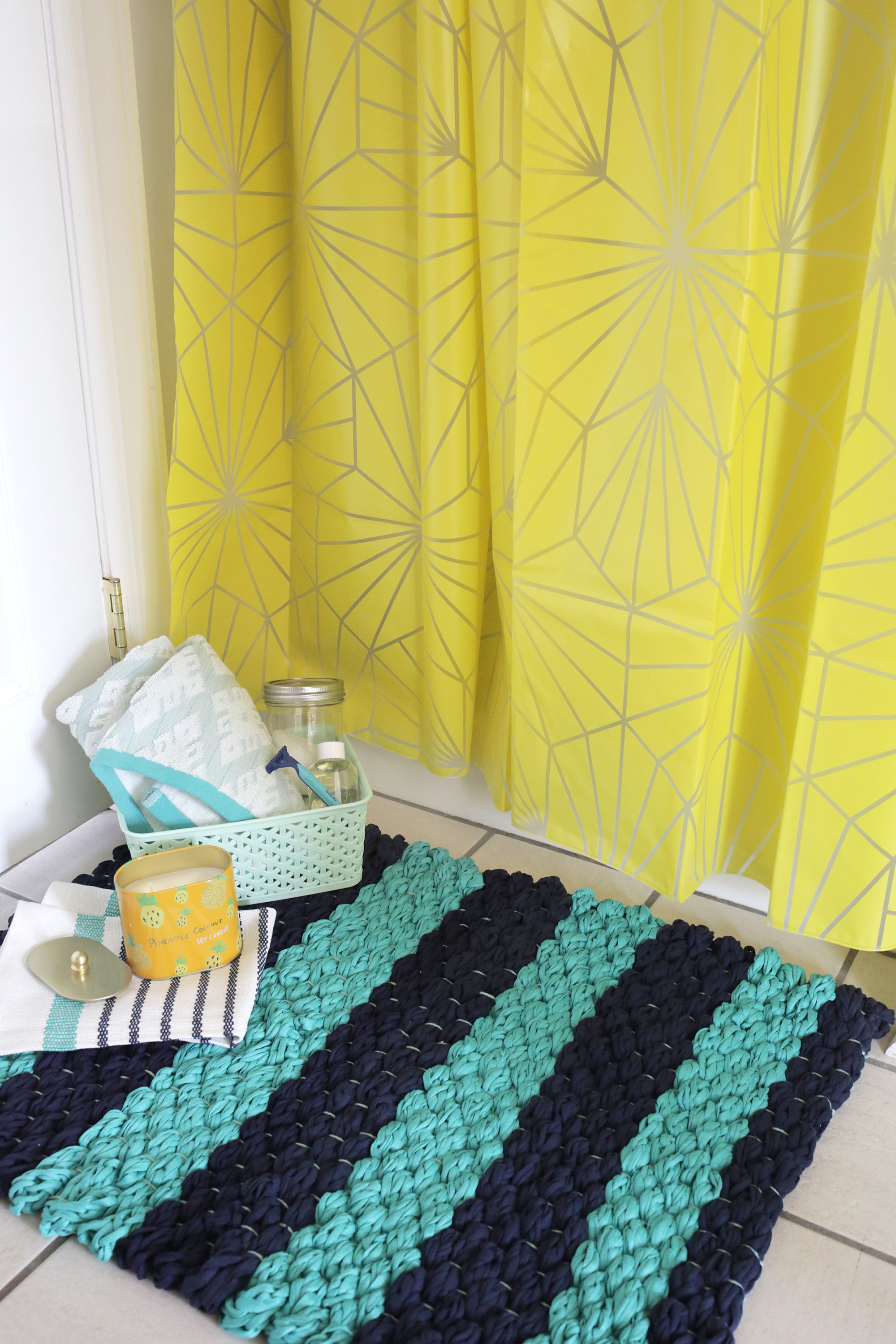Picture Of diy chunky woven bath mat to make  2