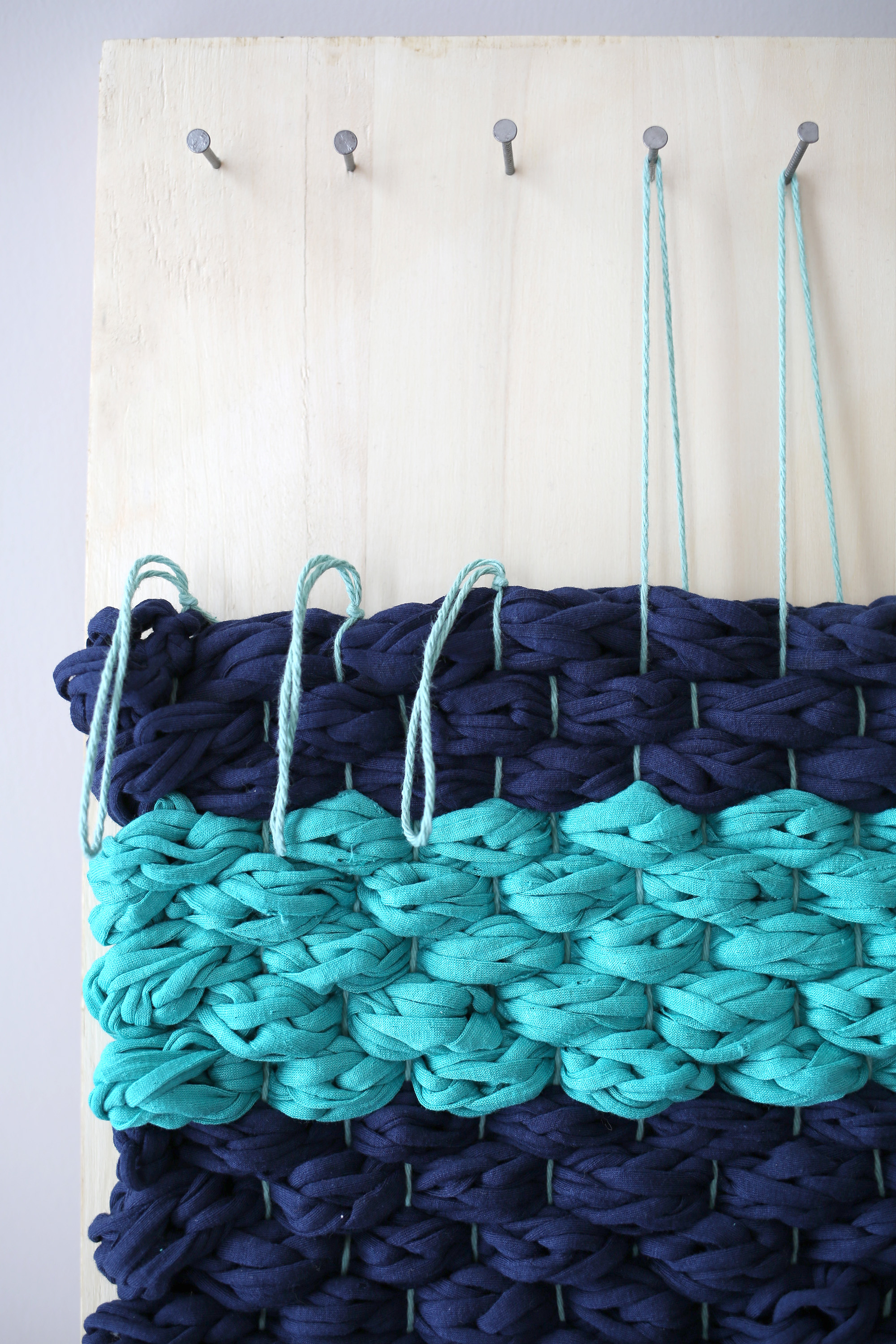 Picture Of diy chunky woven bath mat to make  8