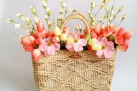diy-spring-straw-tote-door-decor-4