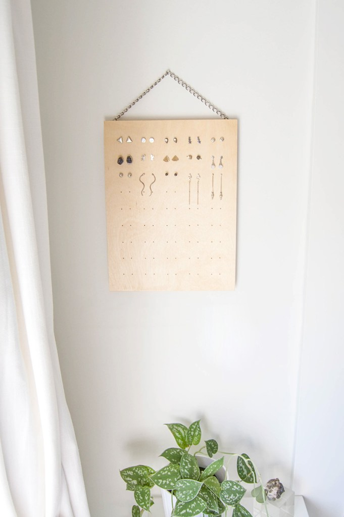 Picture Of diy stud earring rack from plywood  2