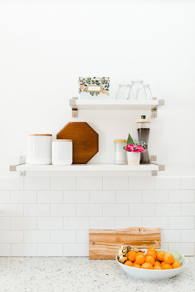DIY subway tile backsplash (via dreamgreendiy)