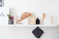 easy-diy-kitchen-shelf-with-leather-straps-1