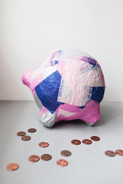 DIY paper mache piggy bank (via inthelittleredhouse)