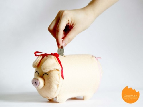 DIY felt piggy bank (via shelterness)