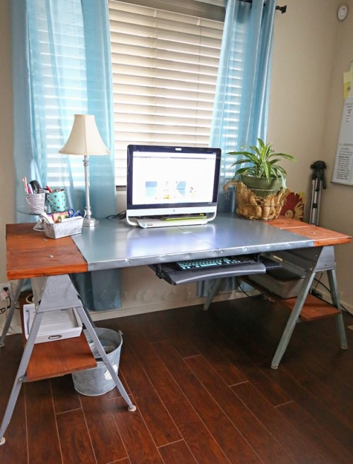 DIY industrial sawhorse desk (via shelterness)