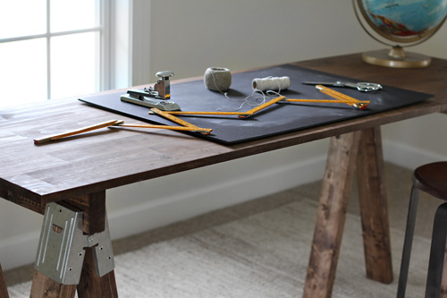 DIY sawhorse desk (via brooklynlimestone)