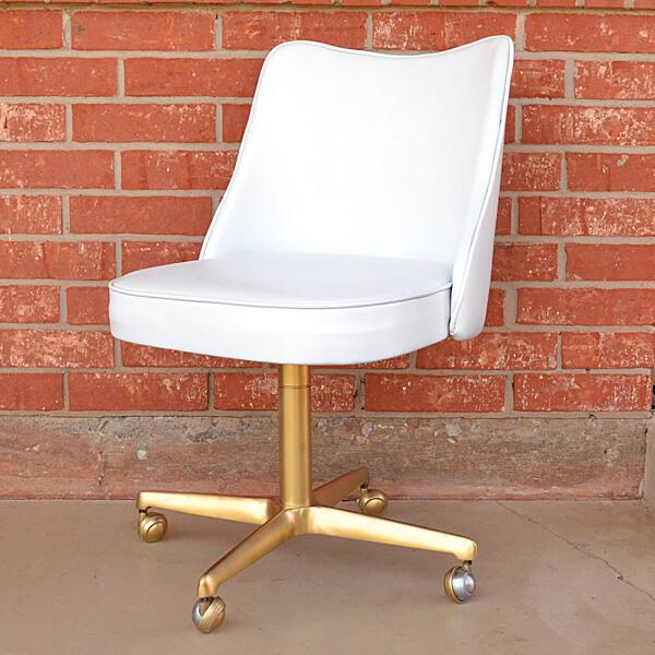 Epic DIY flea chair makeover via dreamalittlebigger