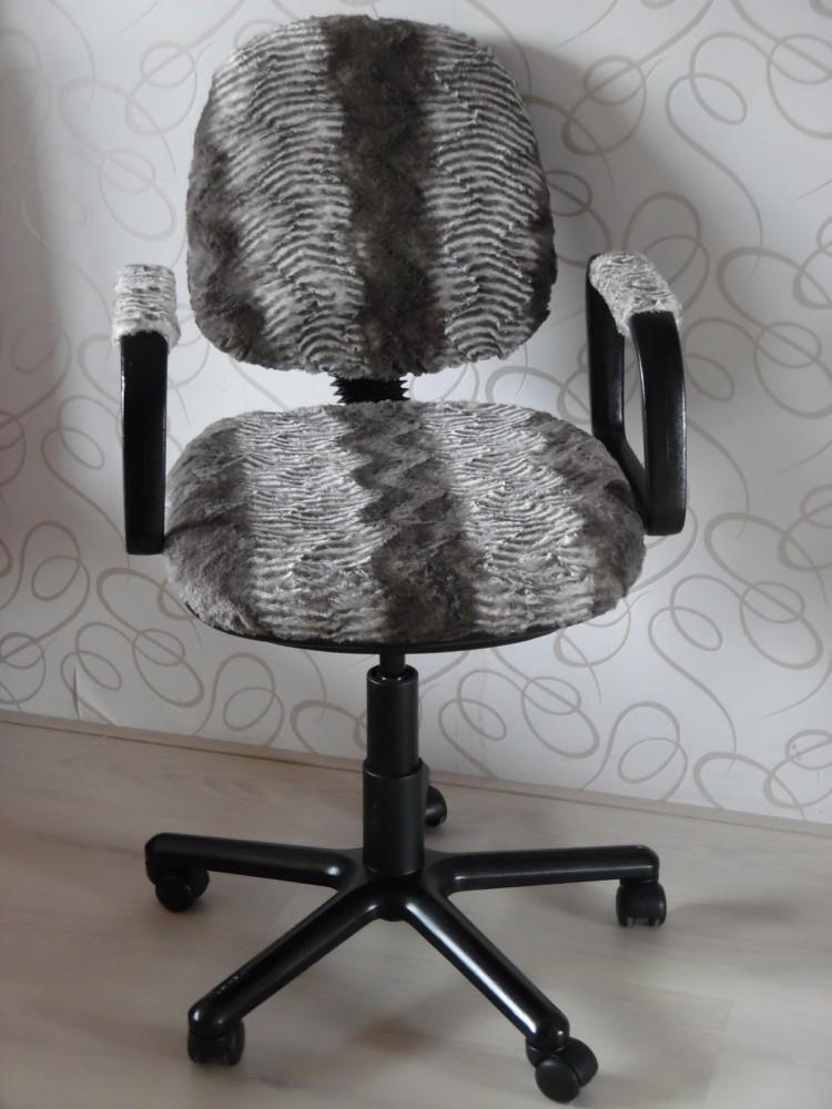 DIY fur chair reupholster (via ahappyhomeinholland)