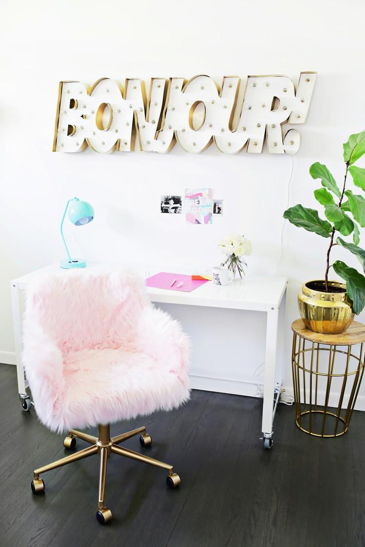 DIY fur chair makeover (via abeautifulmess)