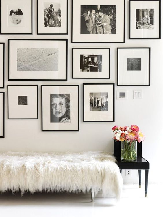 31 modern photo gallery wall ideas shelterness for Minimal art wall