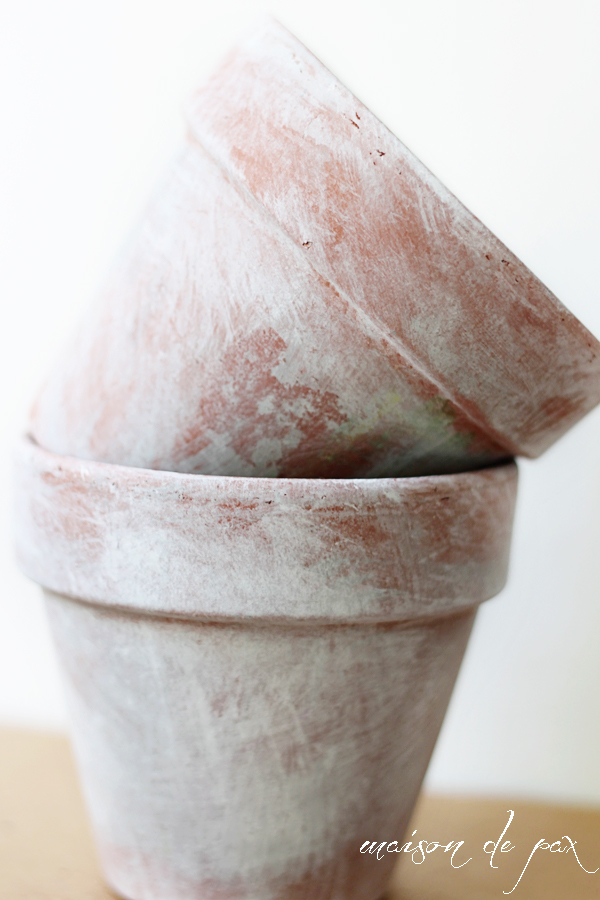 DIY paint white washed planters (via maisondepax)