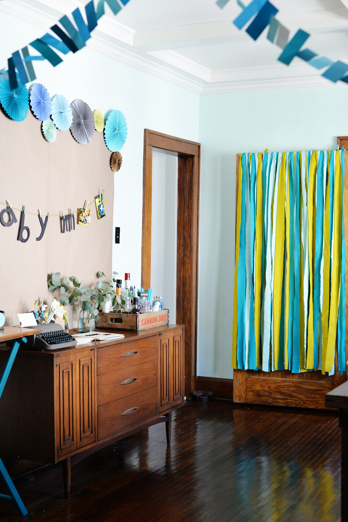 DIY bold baby shower decoration