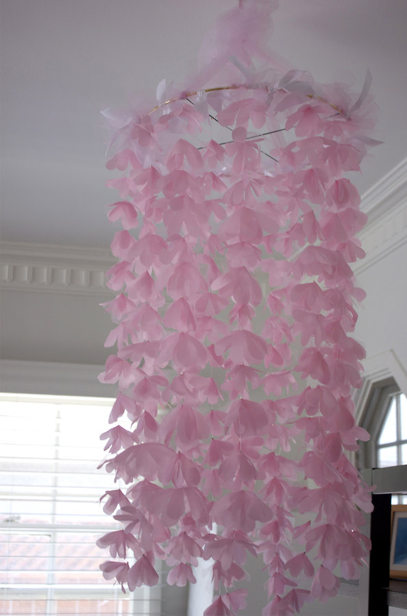 DIY chiffon and tulle chandelier (via plentytude)