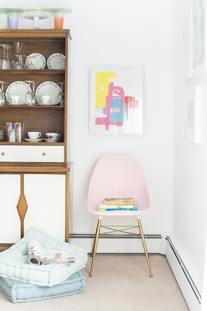 DIY mid-century blush chair (via dreamgreendiy)