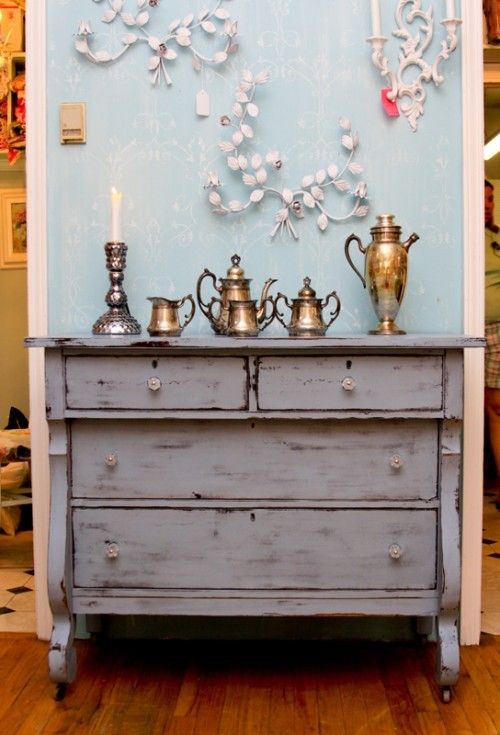 DIY whitewashed dresser (via rowhousenest)