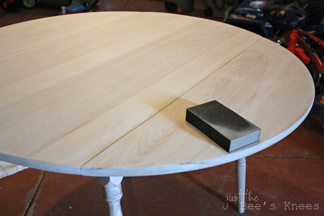 DIY whitewashed table (via justthebeesknees)
