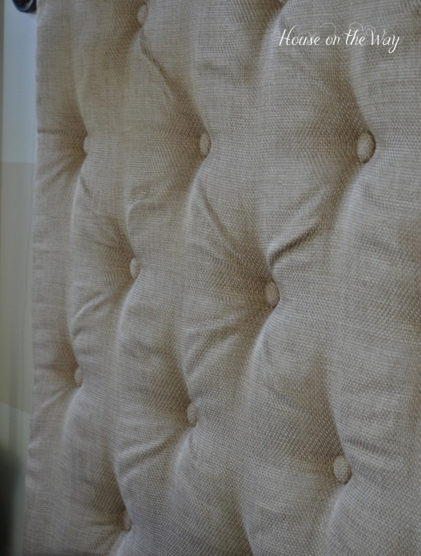 DIY tufted burlap headboard (via houseontheway)