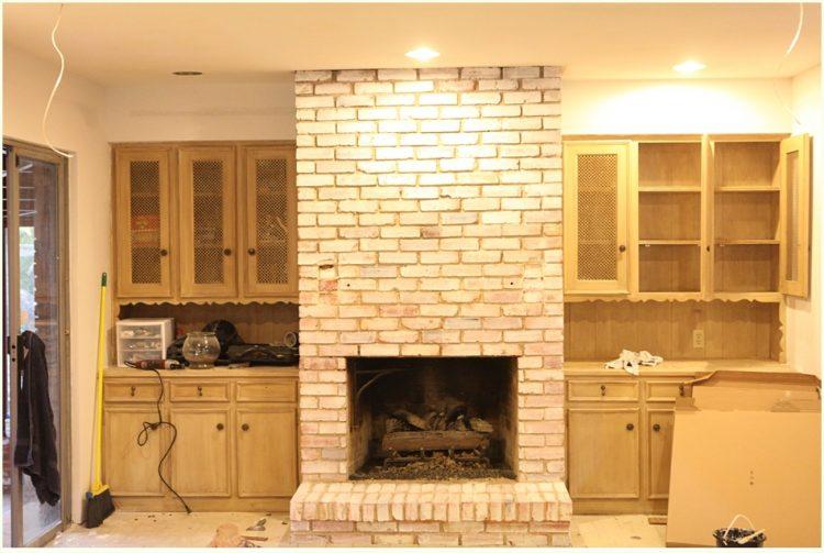 How to whitewash a brick fireplace (via runtoradiance)