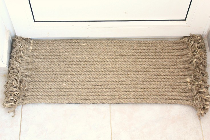 Rustic IKEA-Inspired DIY Outdoor Thick Rope Rug