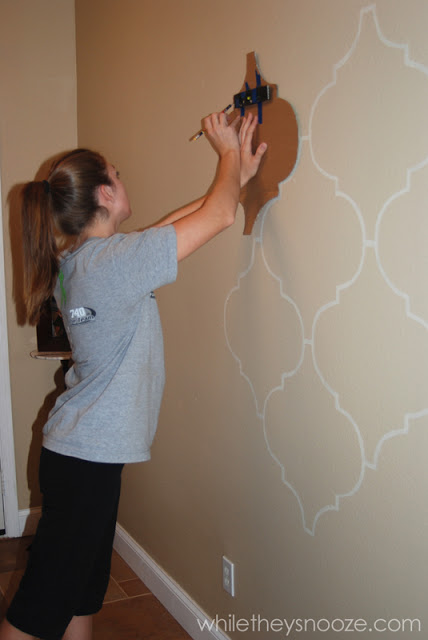 DIY Moroccan-style wall stencil (via whiletheysnooze)