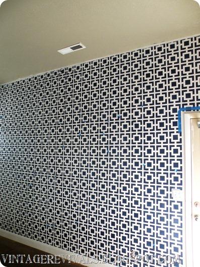 DIY geometric wall stencils (via vintagerevivals)