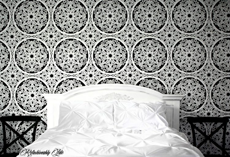 DIY lace feature wall (via refashionablylate)