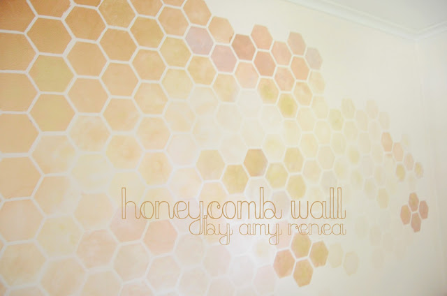 DIY honeycomb wall stencil (via anestforallseasons)