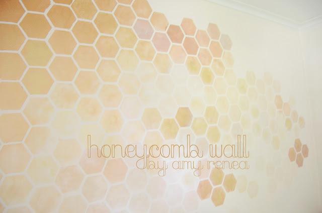 DIY honeycomb wall stencil (via anestforallseasons)