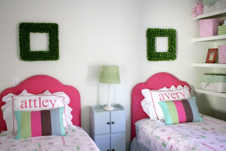 cheerful kids' DIY upholstered headboard (via designertrapped)