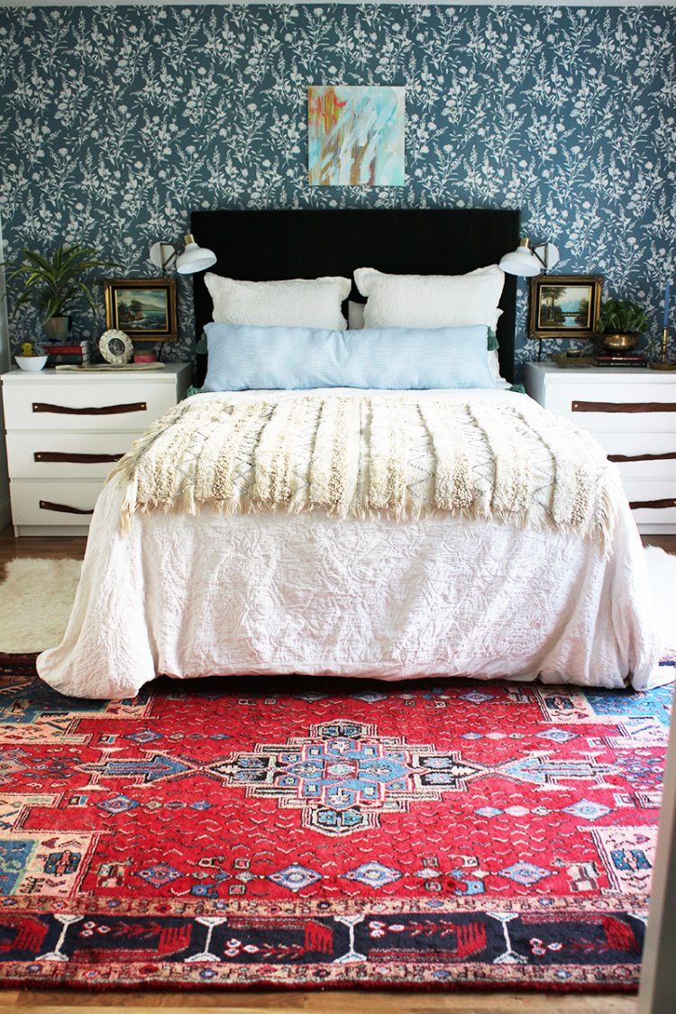 DIY velvet upholstered headboard (via thewhitebuffalostylingco)